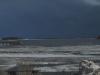 Mörka moln över öppet vatten